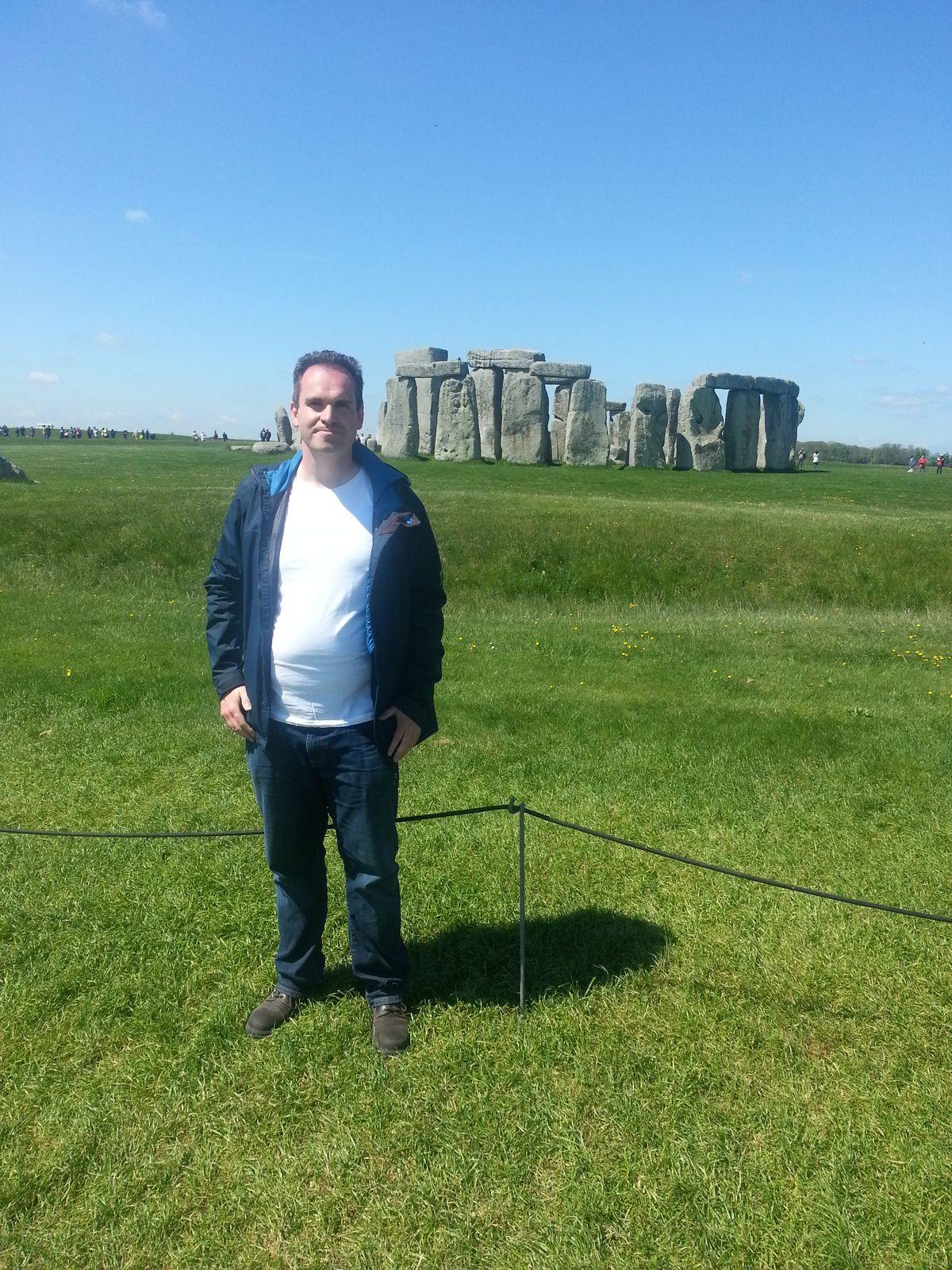 Ich vor dem Steinkreis von Stonehenge