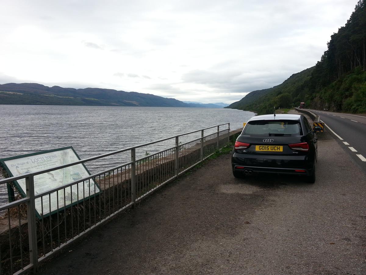 Mein Audi A1 am Nordufer des Loch Ness
